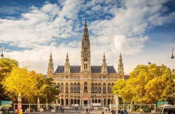 Wiener Rathaus im Herbst
