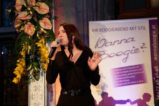 Gesangseinlage Caroline Kreutzberger am Blumenball