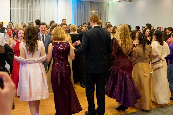 Tanzende Gäste beim Veganball