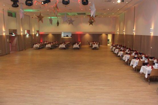 BRUNO Festsaal Tanzfläche und Tische
