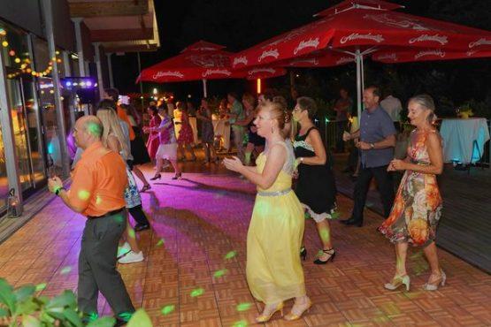 Sommer-Tanz-Party Tanzfläche Außenbereich