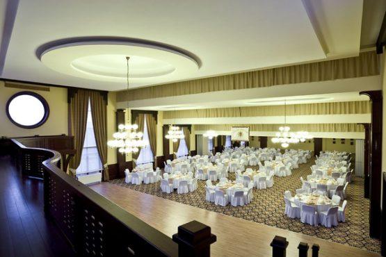 Hotel Kapitany Blick auf den Ballsall von der Galerie